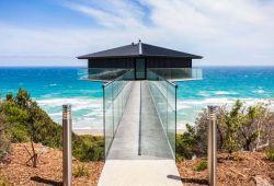 Αυτό το απίστευτο σπίτι στην Αυστραλία μοιάζει σαν να επιπλέει στην θάλασσα